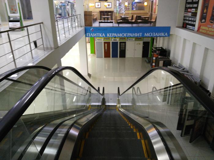 Спуск по эскалатору к магазину SanSmail.ru