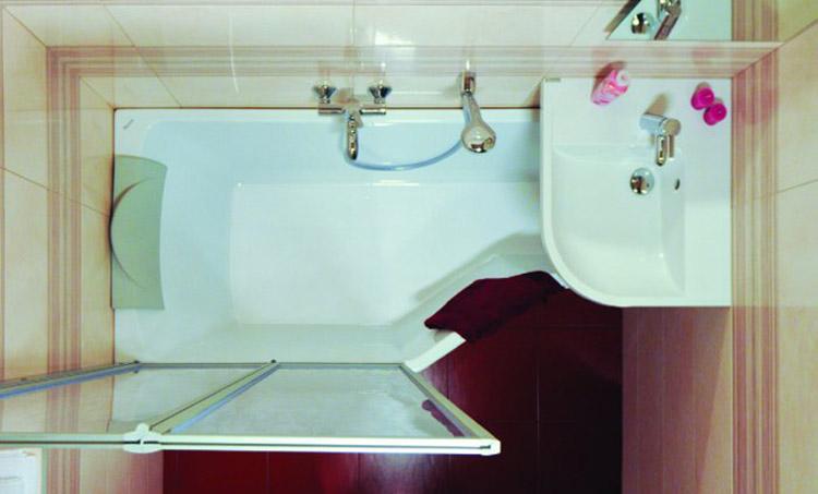 Размещение раковины над угловой ванной фото