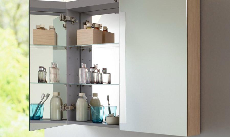 Шкаф-зеркало с распашными створками