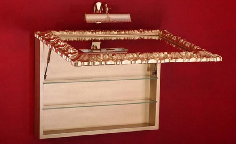 Шкаф-зеркало в багетной раме